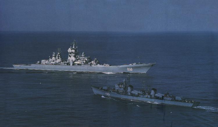 美公布中国兰州舰驱逐美舰照片 高速切入逼其转弯