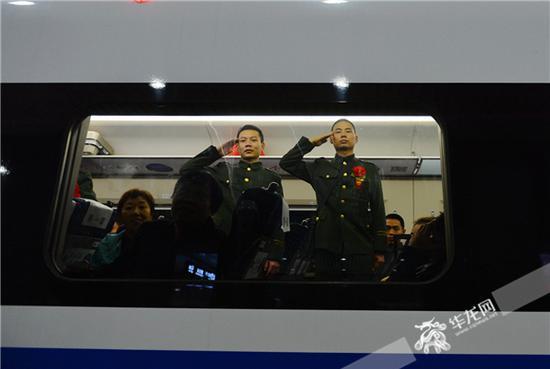 老兵珍重!武警重庆总队欢送退伍老兵光荣返乡