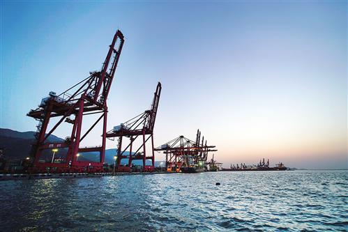 跨境投资--经济日报:世界经济稳步复苏的中流砥柱