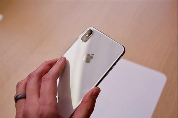 无奈:库克参观的苹果零售店被盗 新iPhone丢失