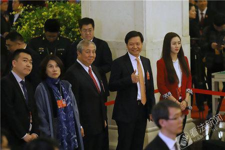 第二场代表通道采访:董明珠雷军同台