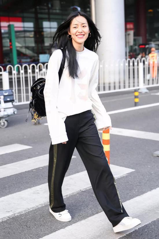 刘雯穿什么都好看 但穿阔腿裤最美