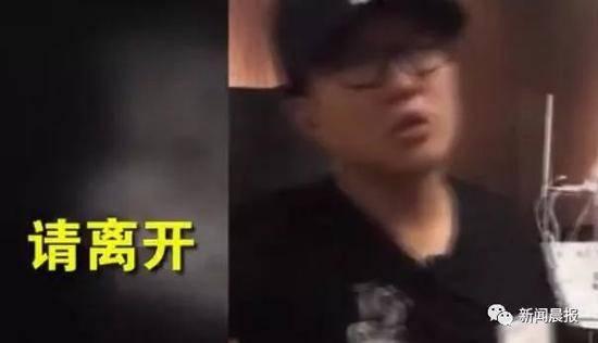 """中国女生""""吃相难看""""遭日店员驱赶:不用付钱请滚"""