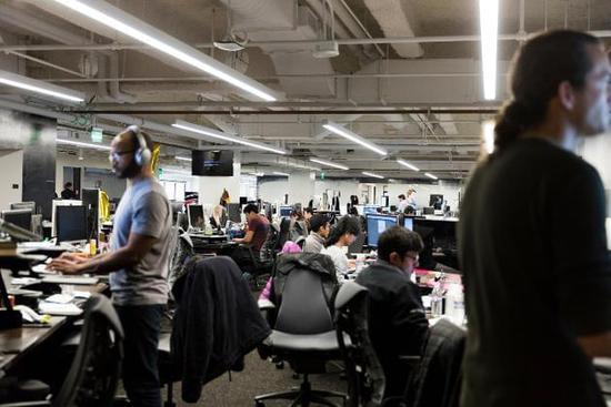 优步的旧金山总部。该公司扩张态势迅猛,如今业务已经遍布70多个国家,公司估值接近700亿美元。(图片来源:Ryan Young / 《纽约时报》)