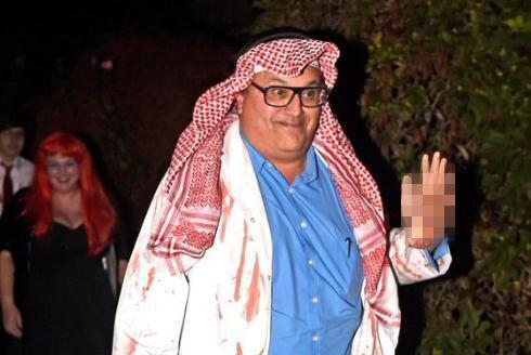 英国电视台高层扮肢解沙特记者刽子手 手拿断掌