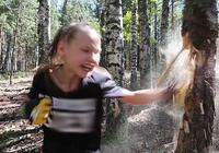 10岁拳击女孩连环出拳击碎树干 曾30秒出拳221次