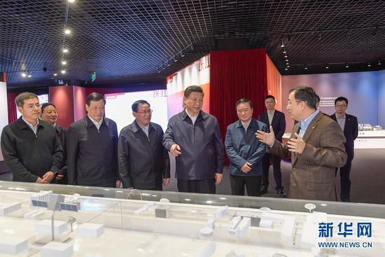 11月6日,中共中央总书记、国家主席、中央军委主席习近平在上海张江科学城展示厅考察。 (来源:新华社)