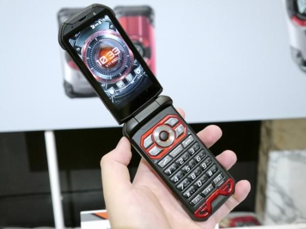 1.8米随你摔 京瓷推出最坚固的翻盖手机TORQUE X01的照片 - 8
