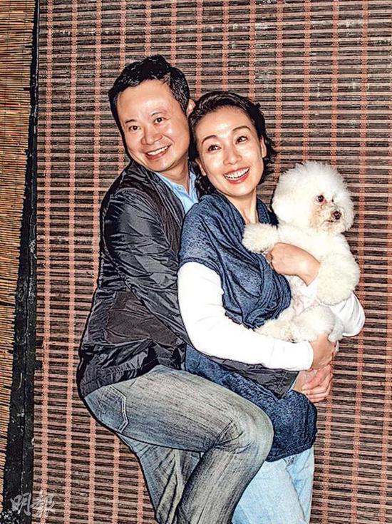 江美仪(右)与吴君祥原来是离婚不是分手。
