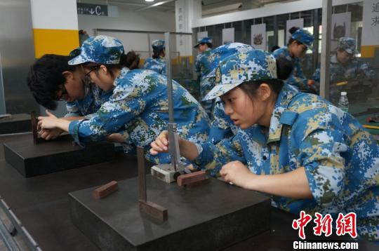 河南出台女职工劳动保护特别规定:杜绝职场性骚扰