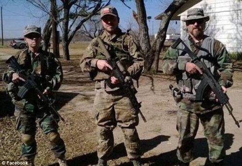 筹款买枪开赴边境:美国民兵计划武力阻止移民潮