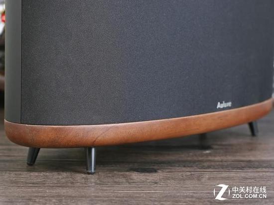 选用胡桃木一体成型的实木底座(厚度达20mm)