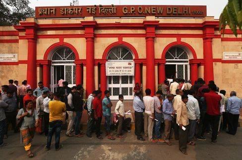 两张钞票让印度慌了:穷人挤银行 富人囤iPhone