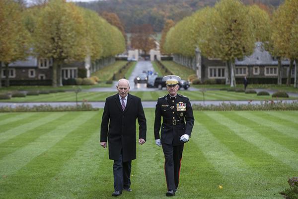 特朗普因小雨取消造访一战美军公墓 被讽:担心发型