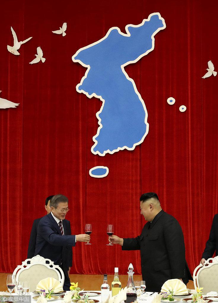 金正恩带文在寅看宾馆:朝鲜条件不好 但会诚意接待