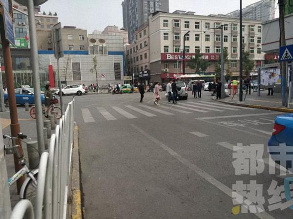 西安出租车司机飞踹暗访记者 被终生禁止从业