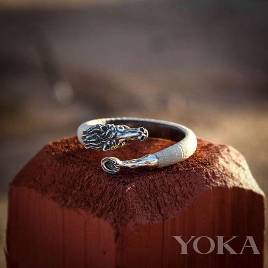 Ralph Lauren珠宝以马首为灵感。