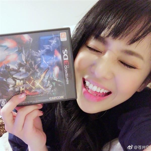 苍井空半夜痴迷《怪物猎人XX》:太激动玩折3DS摇杆