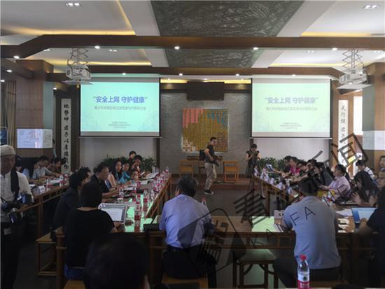 北京超半数中小学生玩网游  孩子离了手机活不了