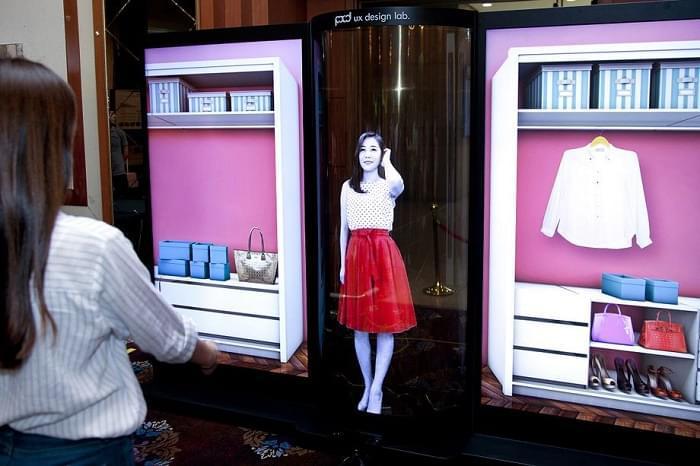 未来试衣镜:LG展示77英寸柔性透明OLED显示技术