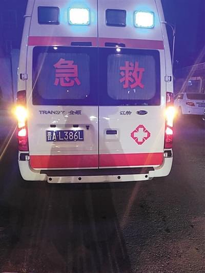 无资质黑救护车盘踞大医院 自称活人死人都能拉