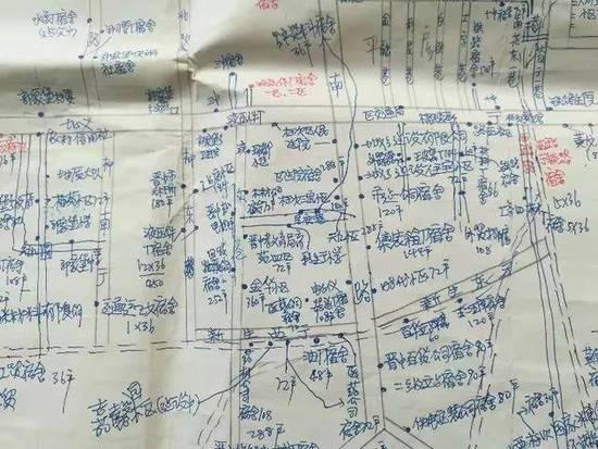 梁瑞梅2007年的第一张手绘地图(局部)。新华社记者 王井怀 摄