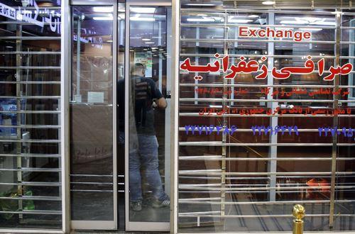制裁阴影下的伊朗经济:里亚尔三月贬值近半