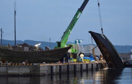 """日本海岸再现大量""""幽灵船"""" 船上载有尸体甚至白骨"""