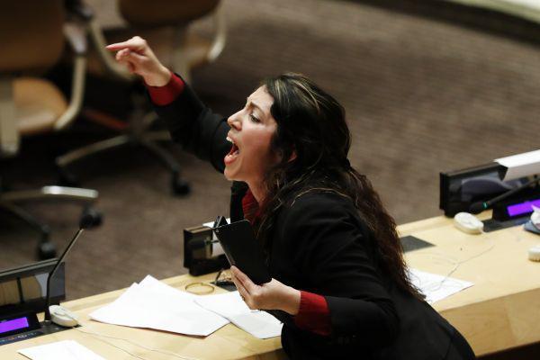 联合国会场古巴外交官叫喊拍桌子 打断美代表演讲
