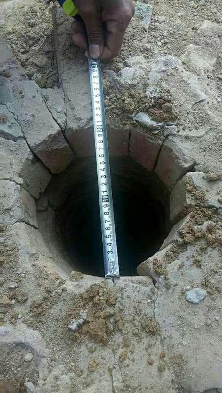8岁男孩失踪5天 学校操场直径20余厘米井中现尸体