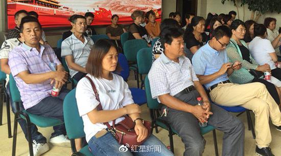 吴淞口沉船已确认6人遇难300余名亲属陆续赶来