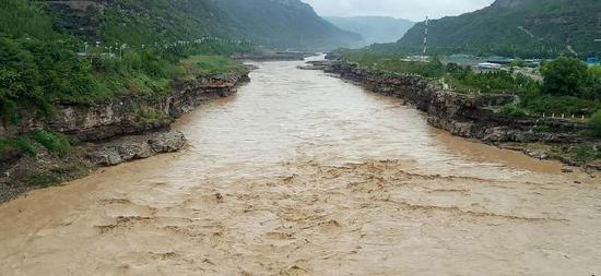 壶口瀑布被黄河洪水全部覆盖 景区暂时关闭