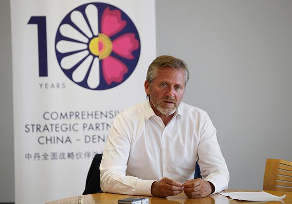 丹麦外长:欢迎中国投资 反对贸易保护主义