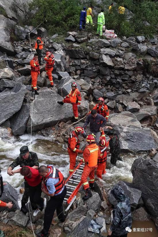 北京暴雨白河迎20年来最大洪水 19名被困游客获救