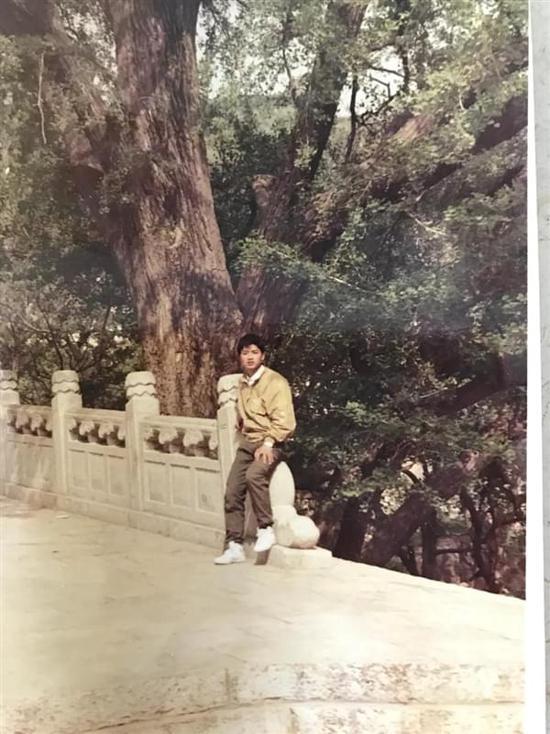 刘强东晒18岁照片 第二年奶茶妹妹出生了