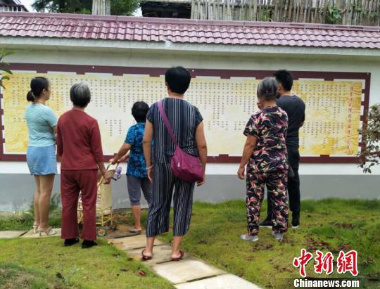湖南一乡村树大学墙 近两年考出9名大学生