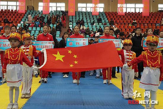 湖南举行首届微少男跆拳道竞赛 200名小对象以