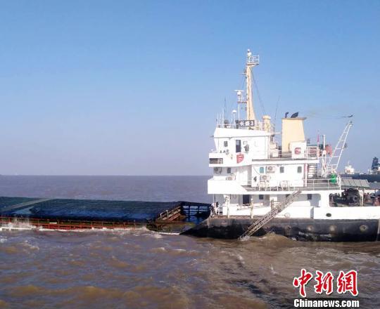 浙江海域商渔船碰撞商船沉没11名船员获救