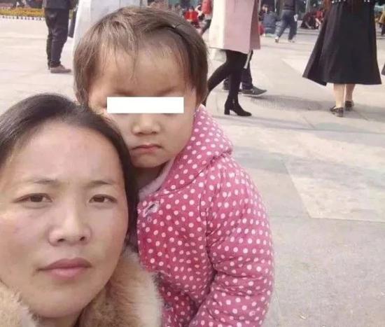 △王凤雅和母亲(资料图)
