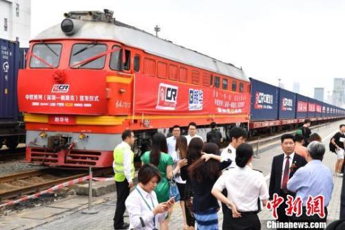 中国密集出台扩大开放措施 外企加大投资