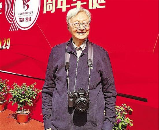 杭州一中学95岁退休化学老师 每月还回学校上班
