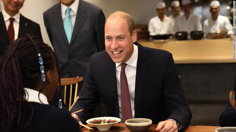 超尴尬!威廉王子当着日副首相的面把日料说成中餐