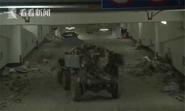 小区地下车库不能停车只堆垃圾 物业一年未清理