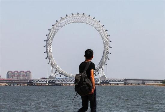 全球最大的无轴摩天轮在山东潍坊落成开放