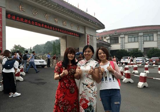 高考首日 又见旗袍妈妈团助阵!