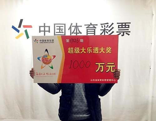 卖菜大叔10元中奖1000万:激动手不停哆嗦(图)