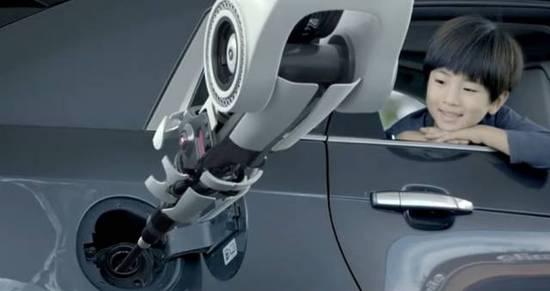 黑科技!明年重庆部分加油站将采用机器人加油,更方便的是......