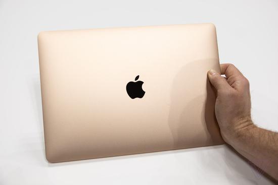 外媒上手新款MacBook Air:屏幕成了最大亮点