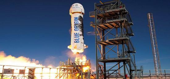 蓝色起源成功试射火箭,贝索斯投资后年送游客上太空