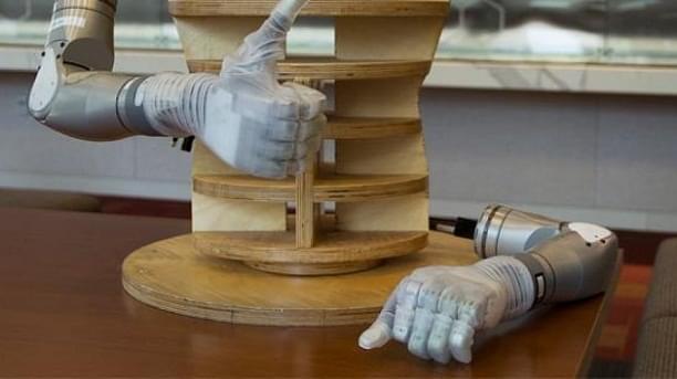 美国防部研发机械手臂,助截肢老兵恢复正常生活!